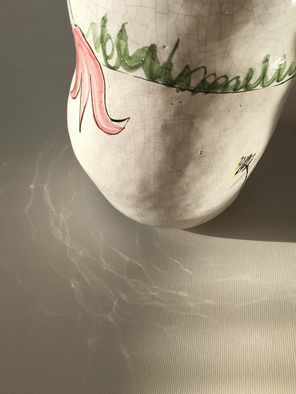 Details - Vase with tulips