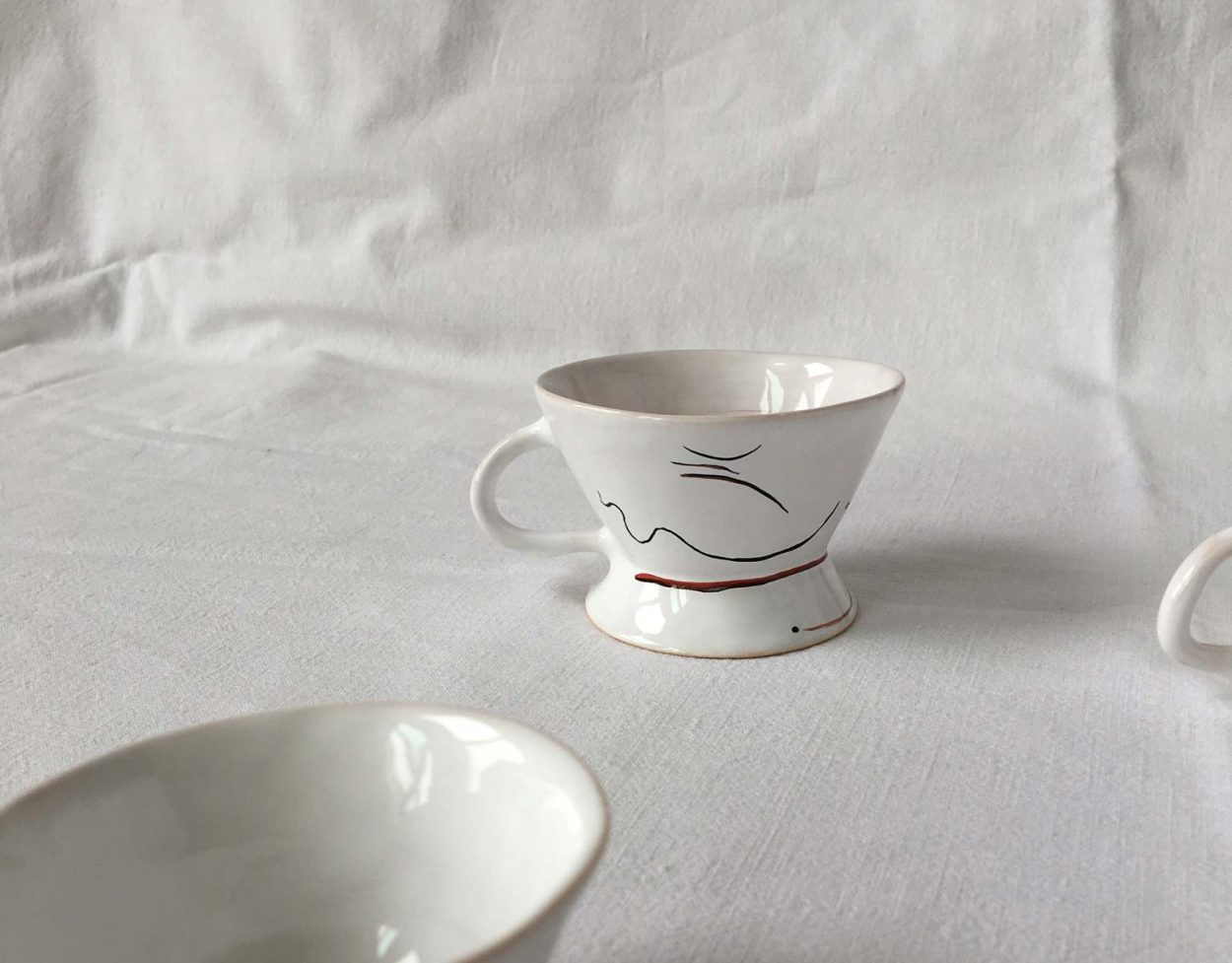 Side view - Set with three coffee cups