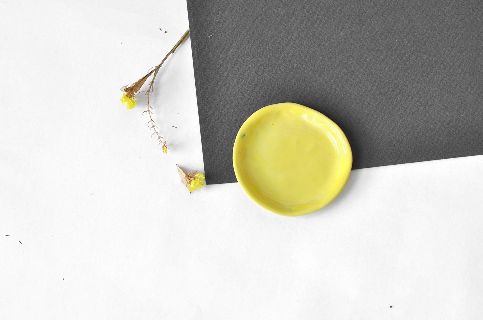 Вид спереду - Декоративний стакан з блюдцем (Ручна робота)