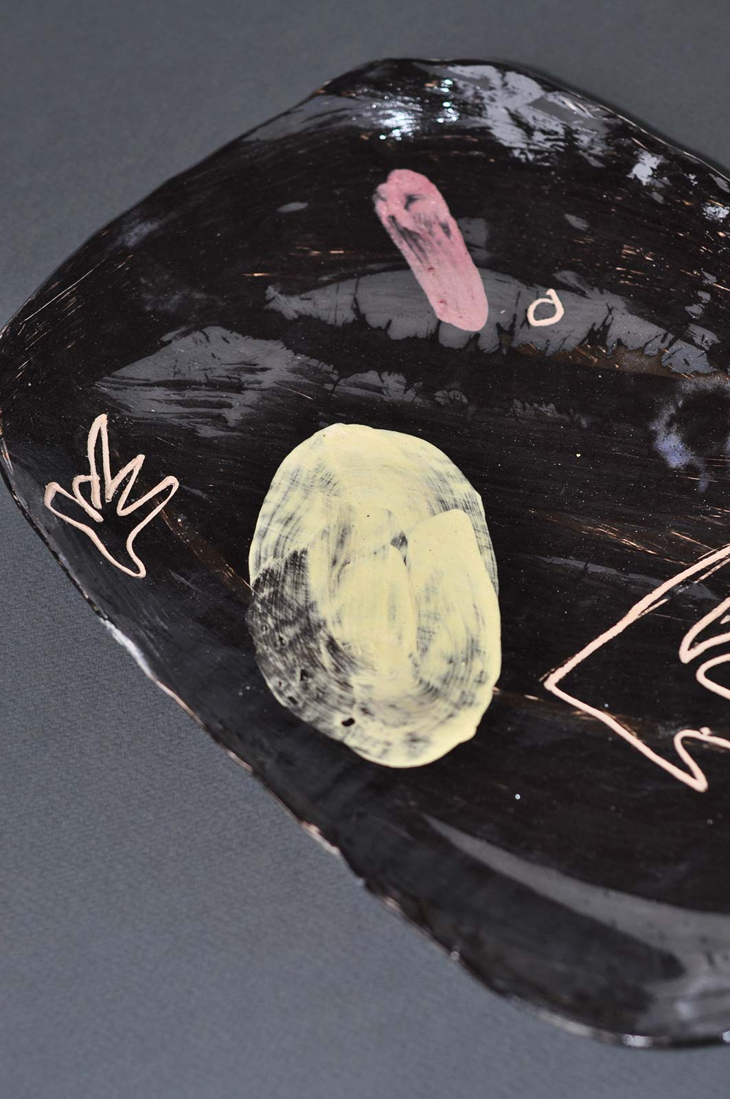 Вид спереду - Декоративна тарілка з кераміки (Ручна робота)