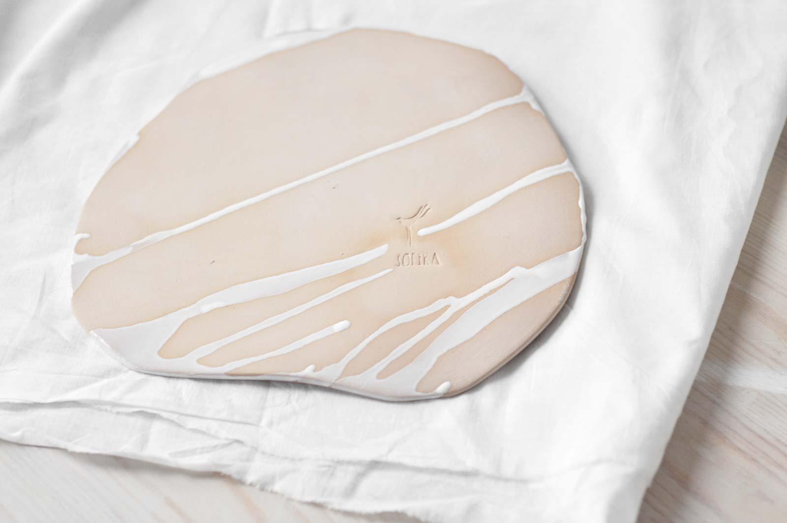 Вид ззаду - Декоративна керамічна тарілка (Ручна робота)