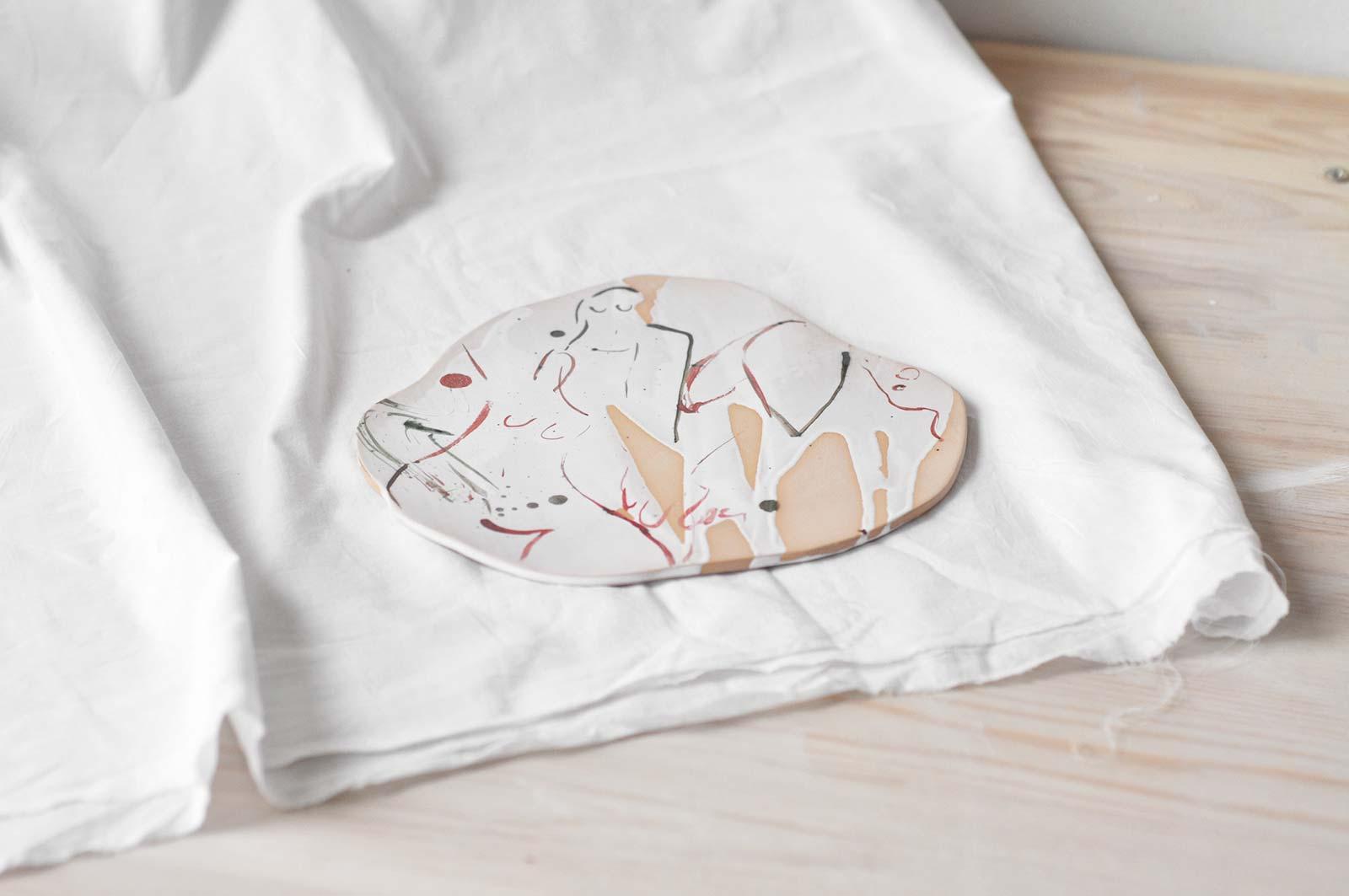 Вид збоку - Декоративна керамічна тарілка (Ручна робота)