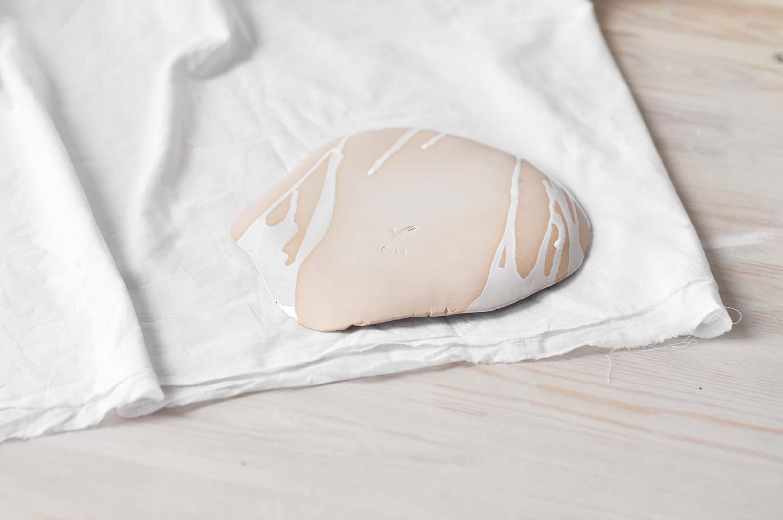 Вид ззаду - Плоска декоративна тарілка (Ручна робота)