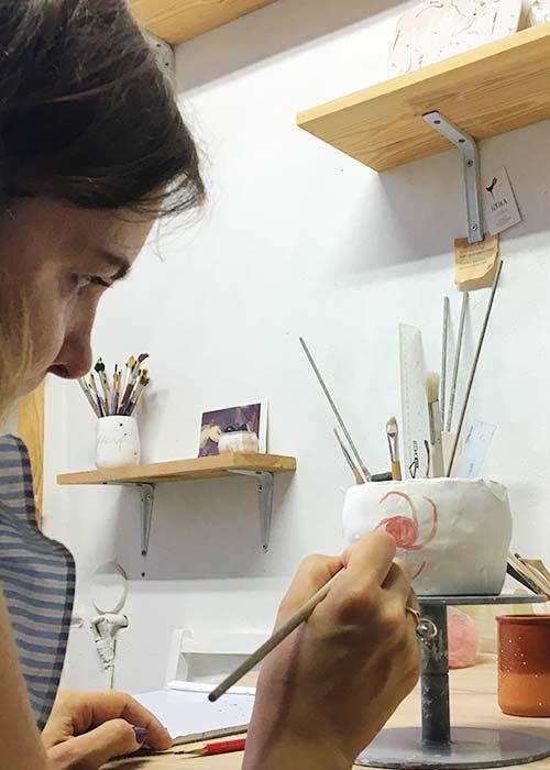 Урок з навчального курсу по кераміці - наші учні та клієнти