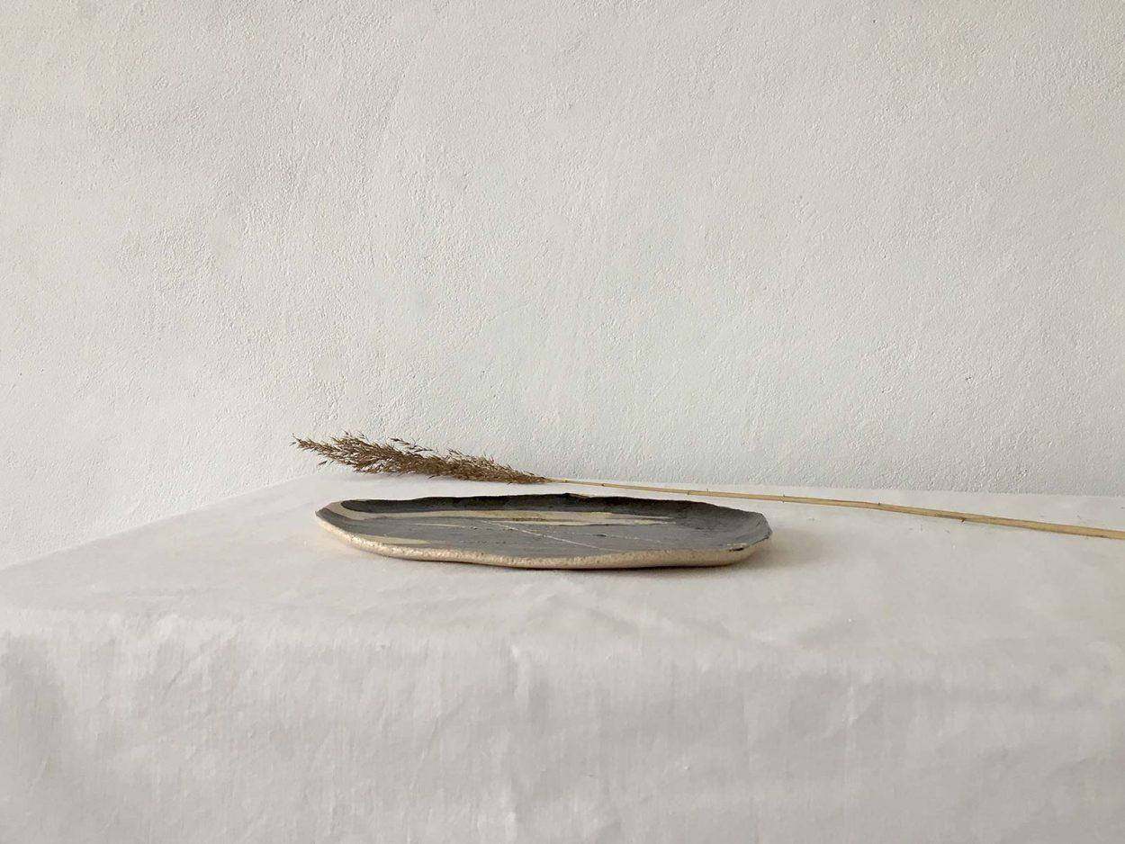 Вид сбоку - Плоская декоративная тарелка