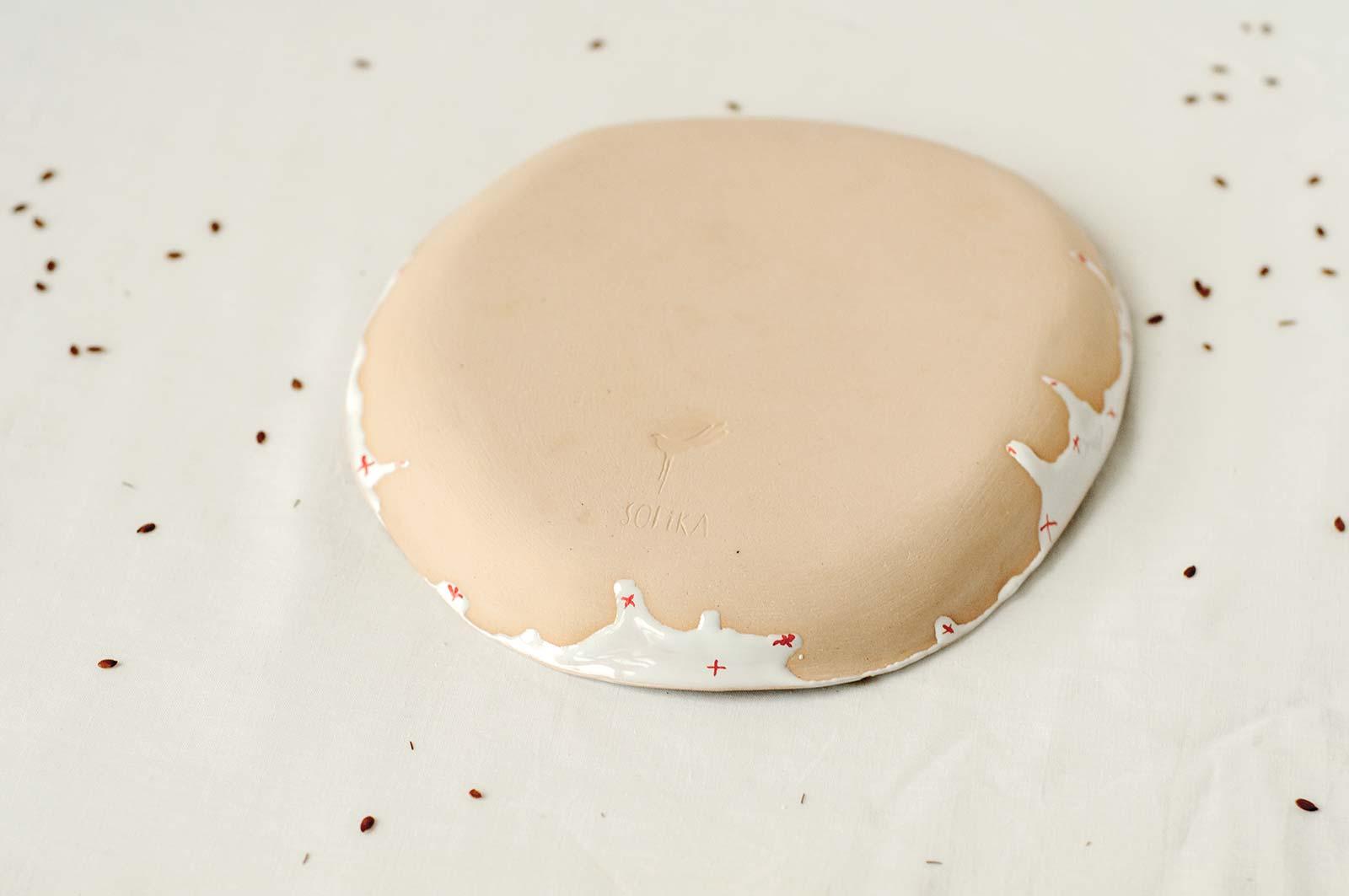 Вид сзади - Плоская тарелка из керамики (Ручная работа)