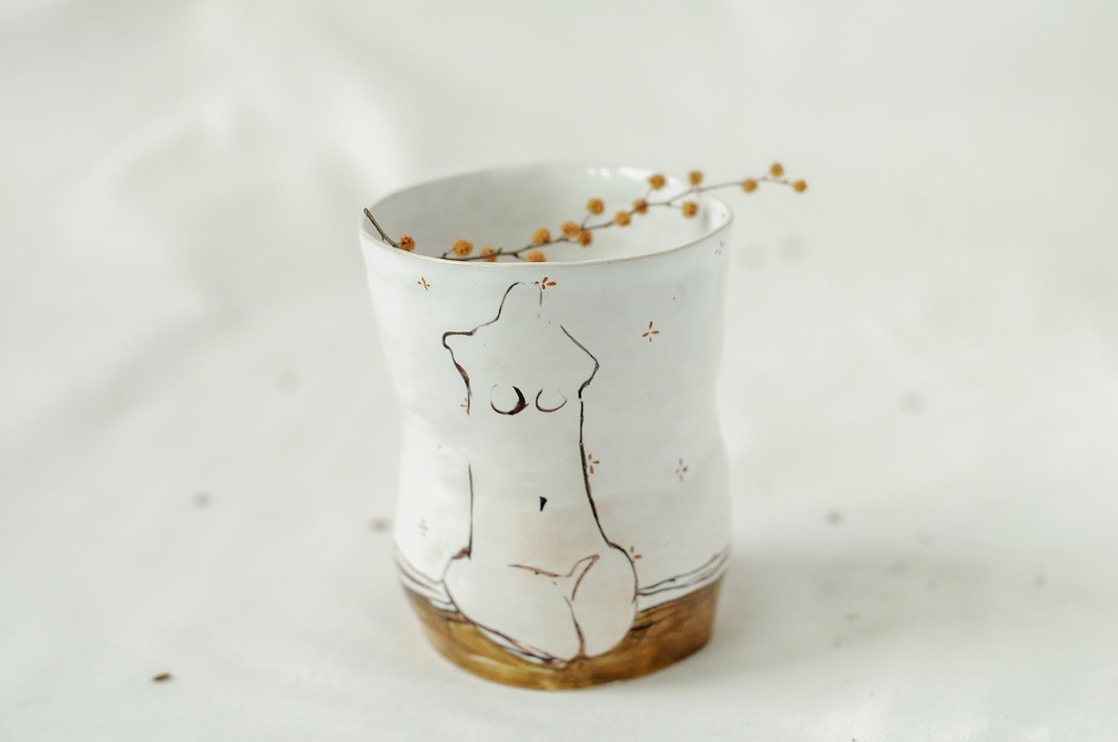 Вид сбоку - Керамическая стакан из серии «Обнаженные» (Ручная работа)