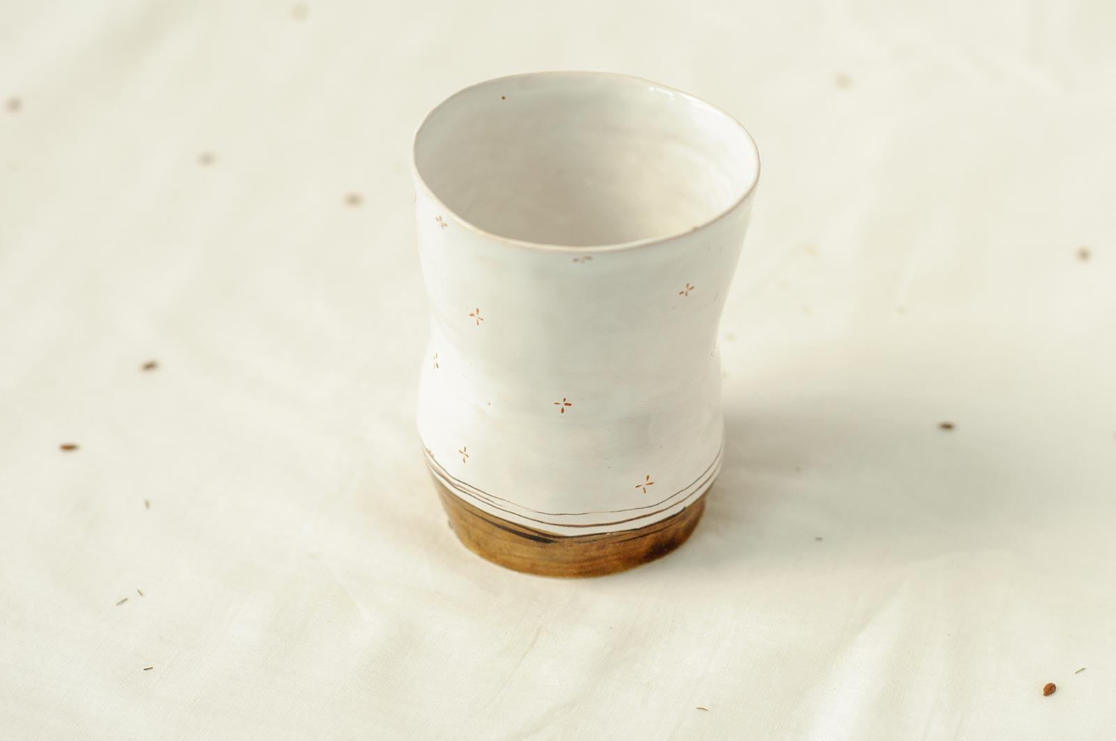 Вид сзади - Керамическая стакан из серии «Обнаженные» (Ручная работа)