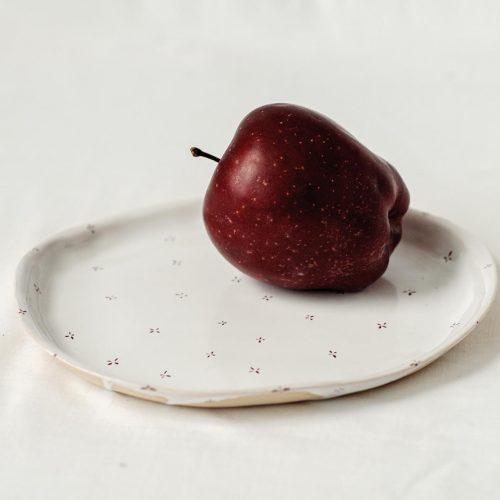 Вид сбоку - Плоская тарелка из керамики (Ручная работа)