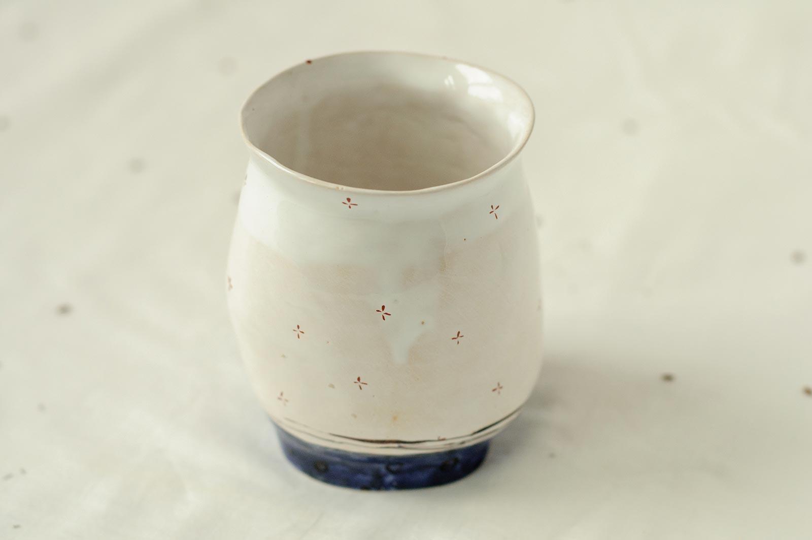 Вид сзади - Керамический стакан (Ручная работа)