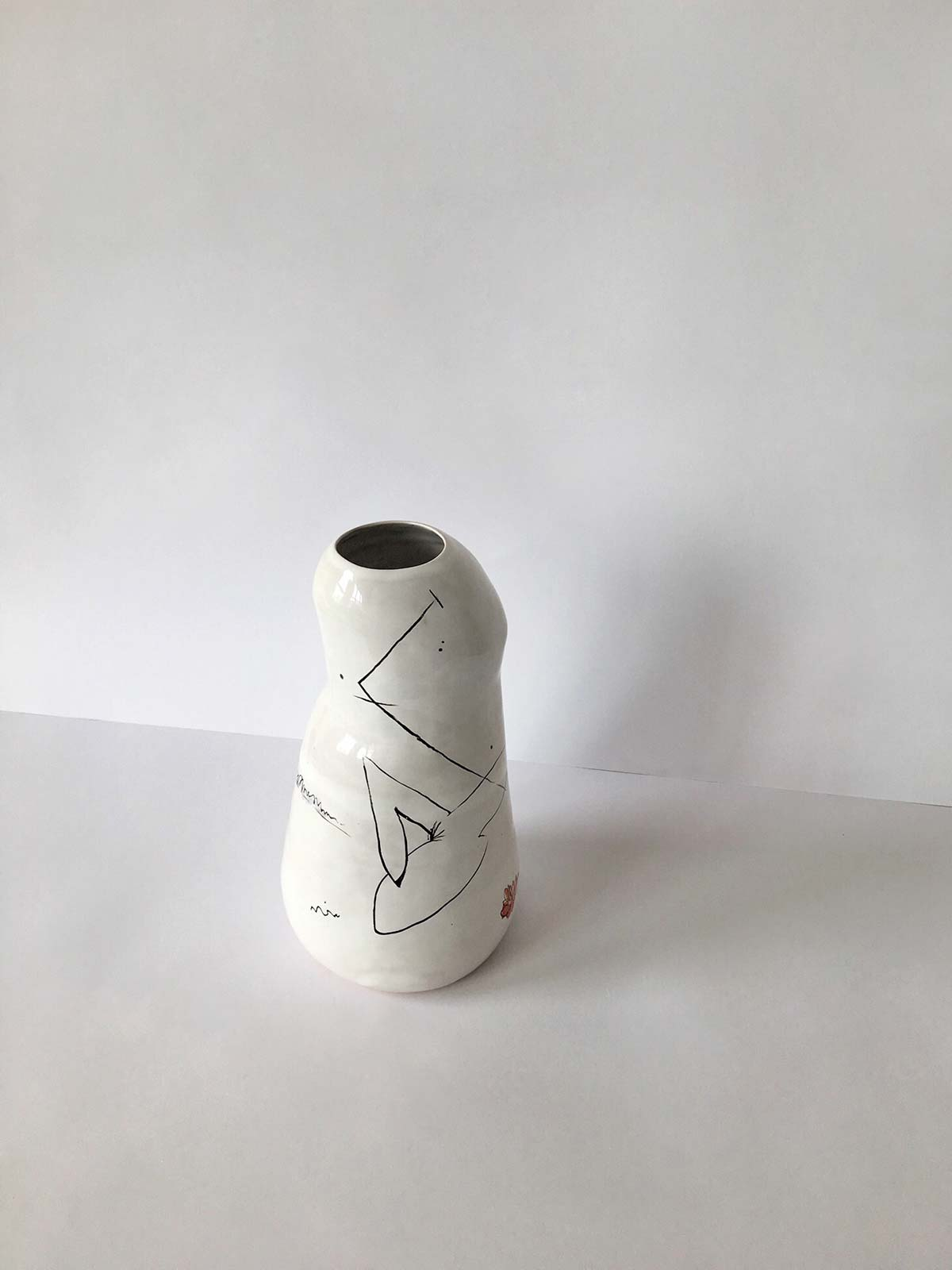 Вид сзади - Ваза для цветов из керамики
