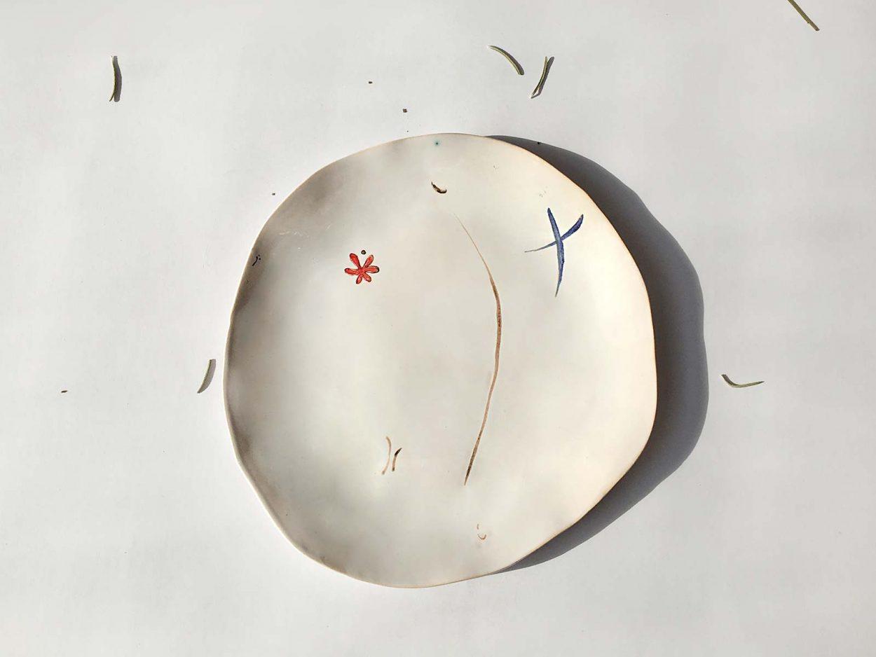 Вид сверху - Тарелка из керамики