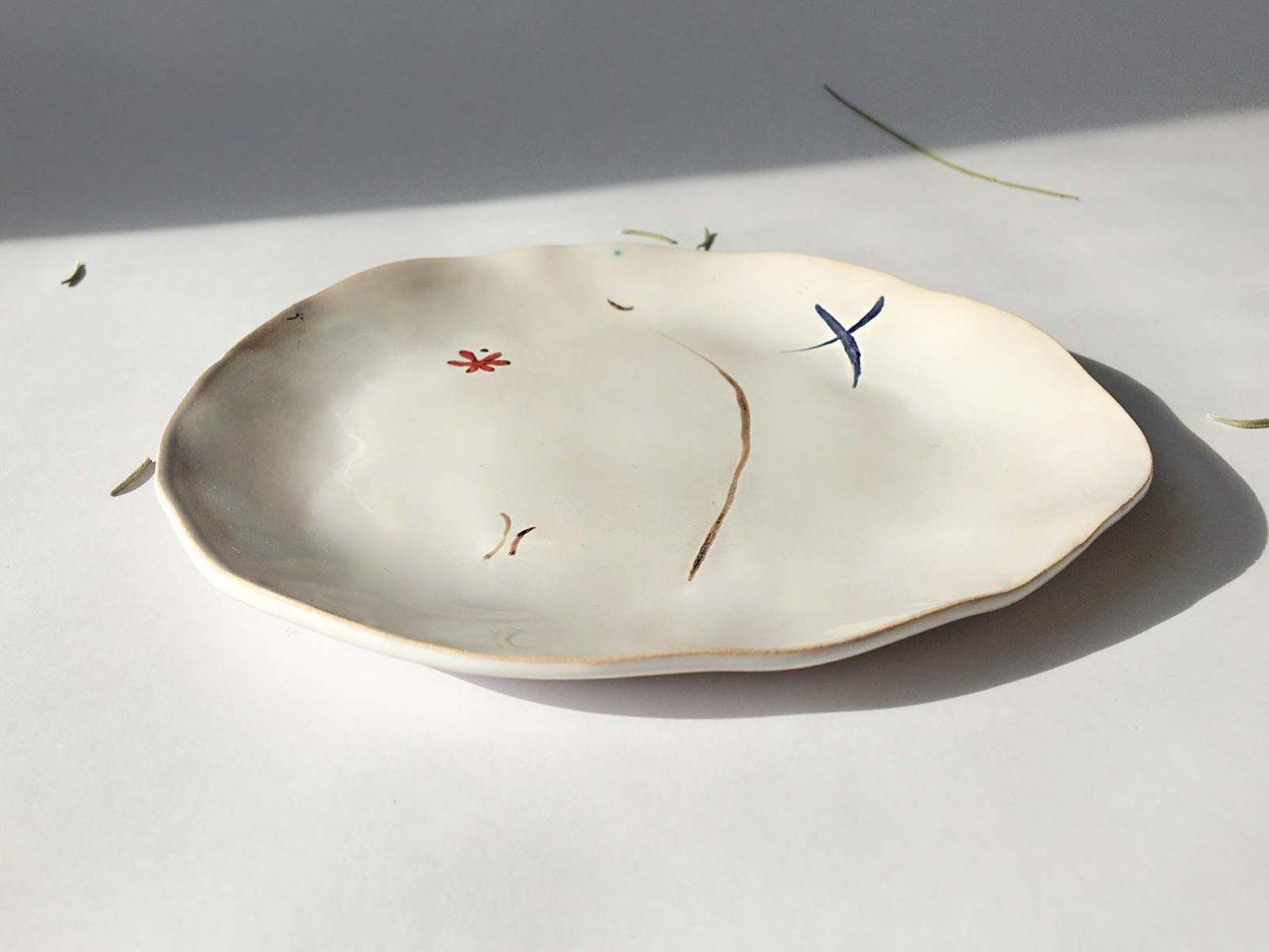 Вид сбоку - Тарелка из керамики