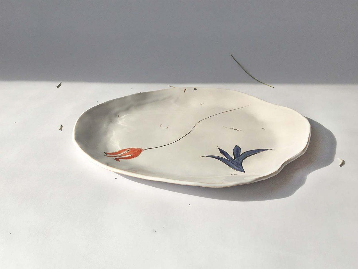 Вид сбоку - Тарелка из керамики «Композиция № 4»