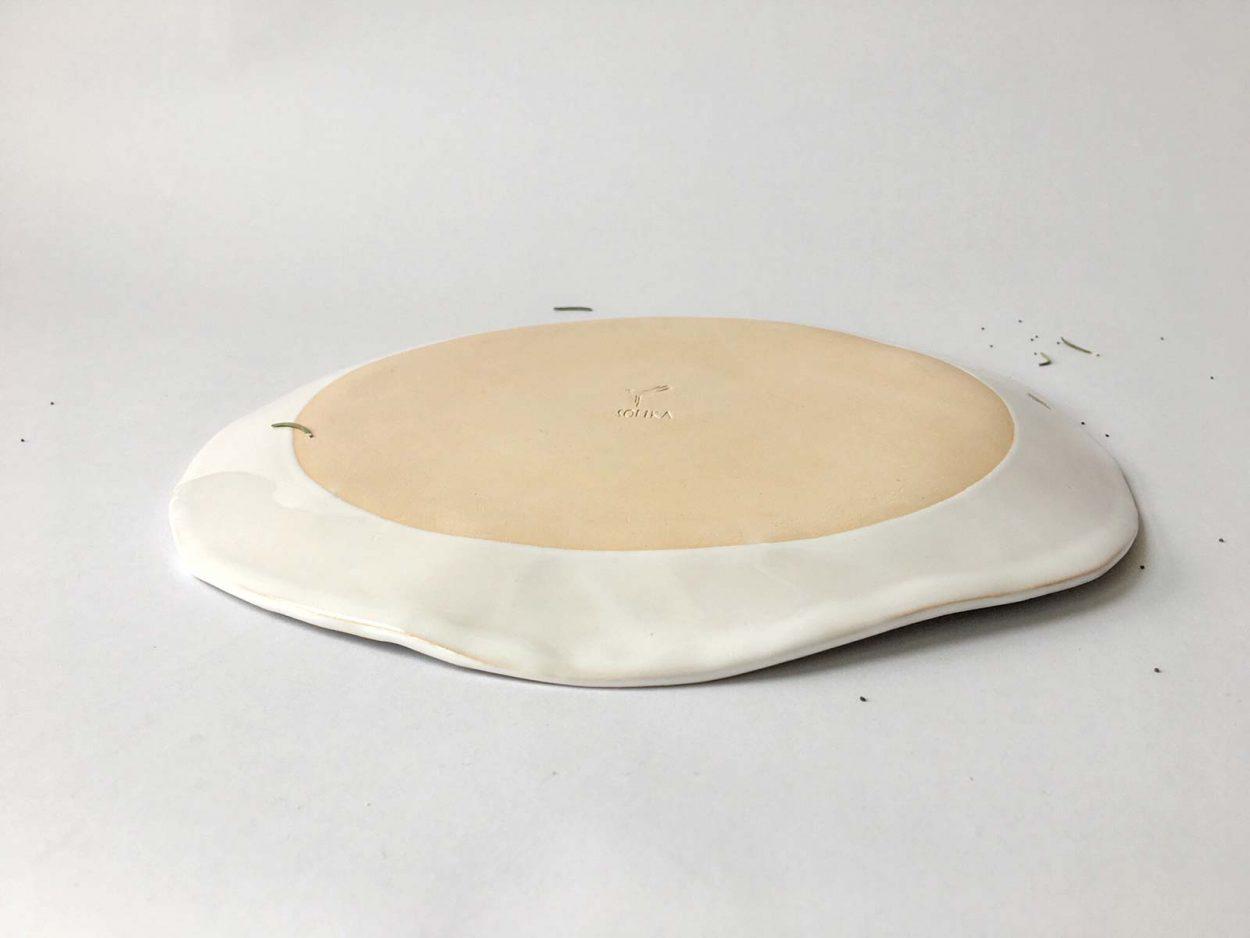 Плоская тарелка с художественным рисунком