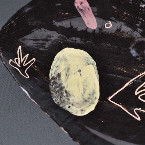Вид спереди - Декоративная тарелка из керамики (Ручная работа)