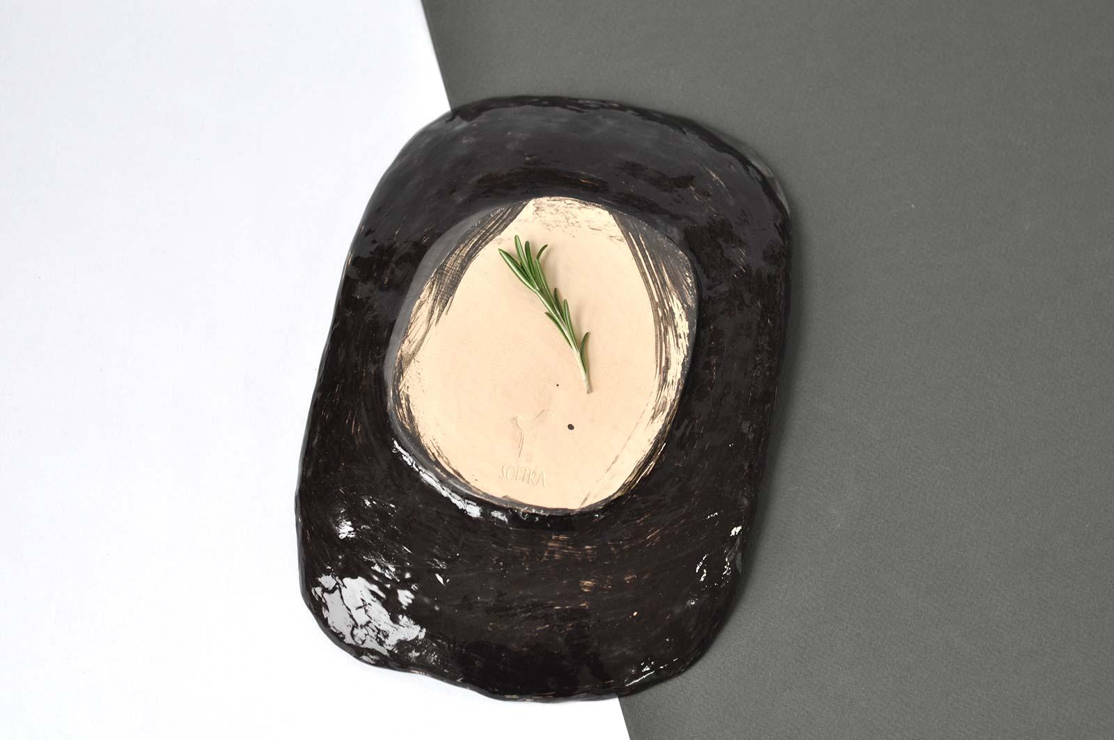 Вид сзади - Декоративная тарелка из керамики (Ручная работа)