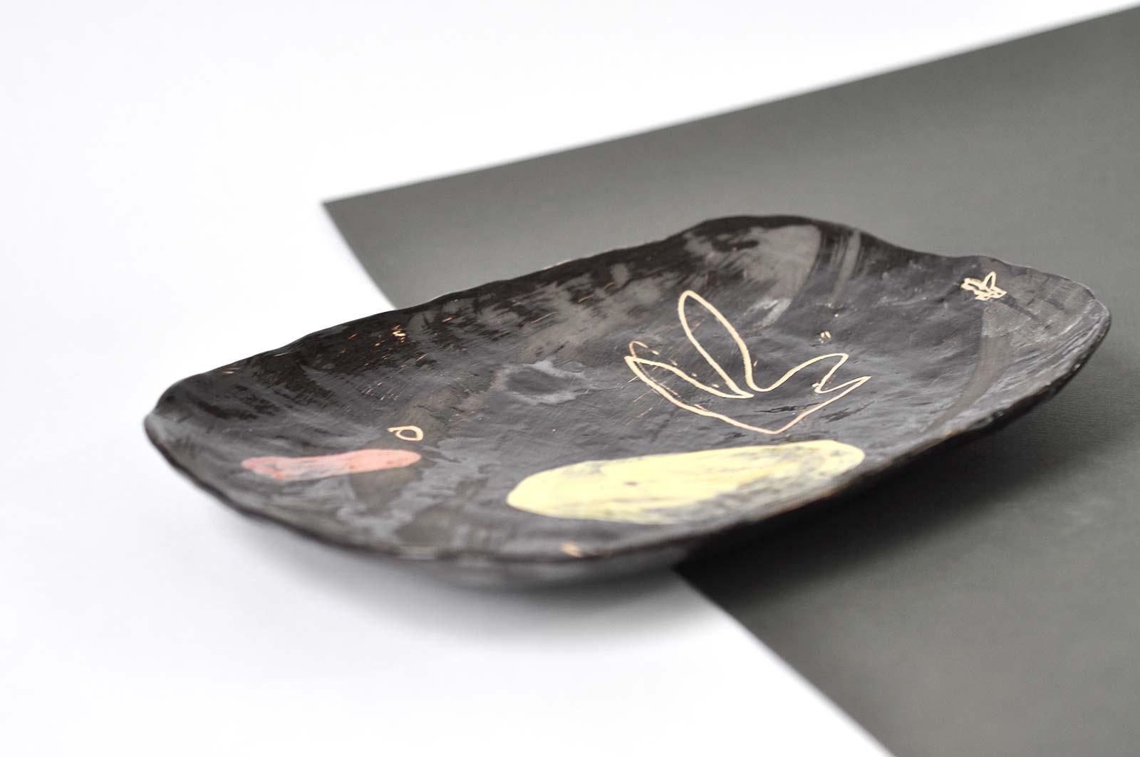 Вид сбоку - Декоративная тарелка из керамики (Ручная работа)