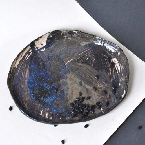 Вид спереди - Керамическая декоративная тарелка (Ручная работа)