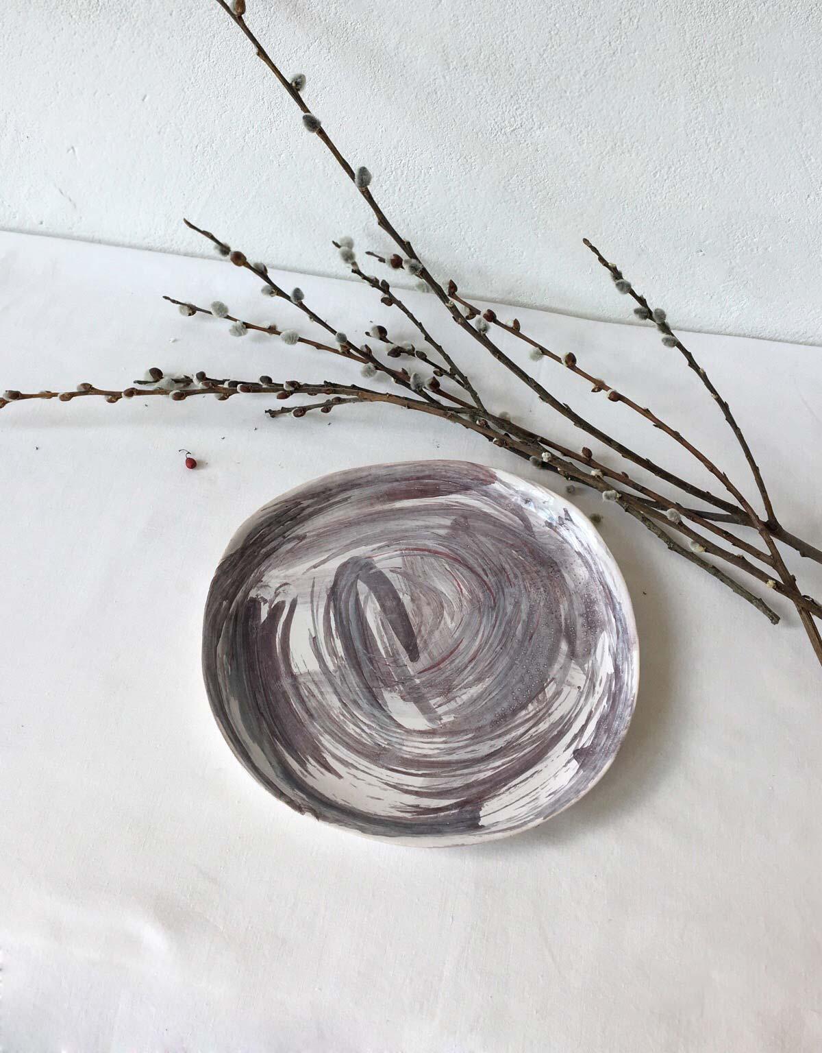 Плоская тарелка из керамики