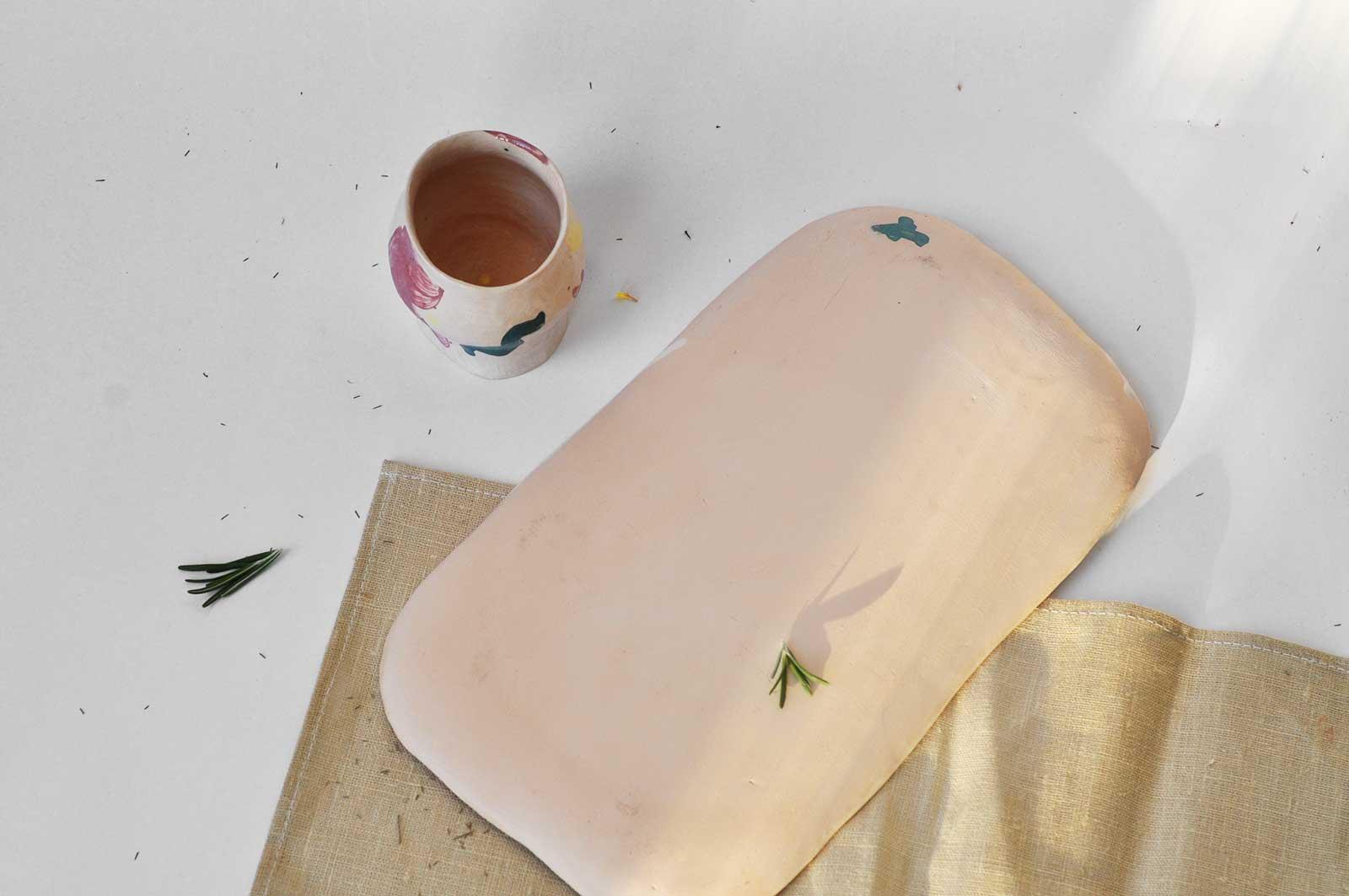 Вид сзади - Прямоугольная декоративная тарелка из керамики (Ручная работа)