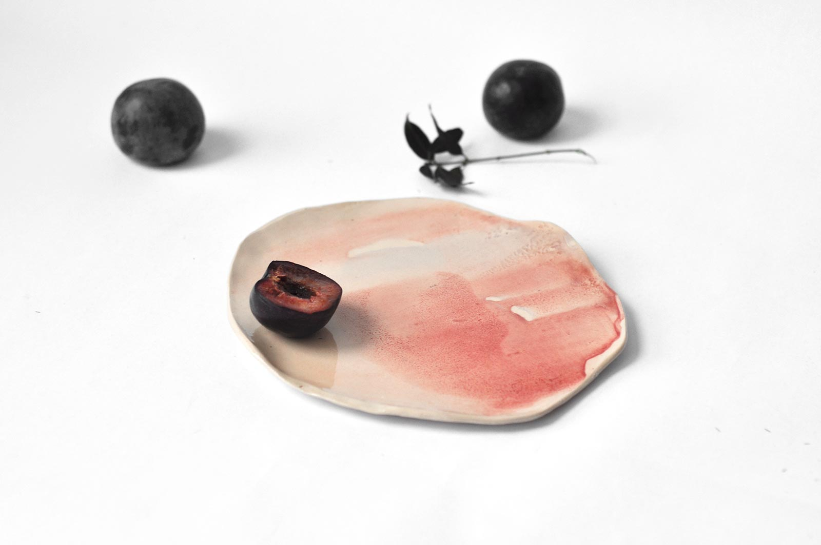 Плоская декоративная тарелка из керамики (Ручная работа)