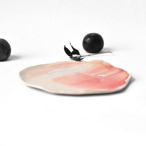 Вид сбоку - Плоская декоративная тарелка из керамики (Ручная работа)