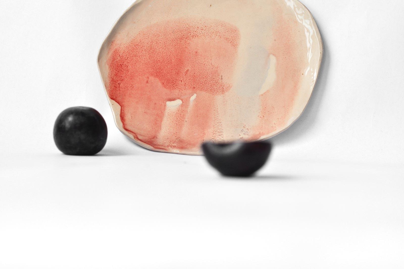 Вид спереди - Плоская декоративная тарелка из керамики (Ручная работа)