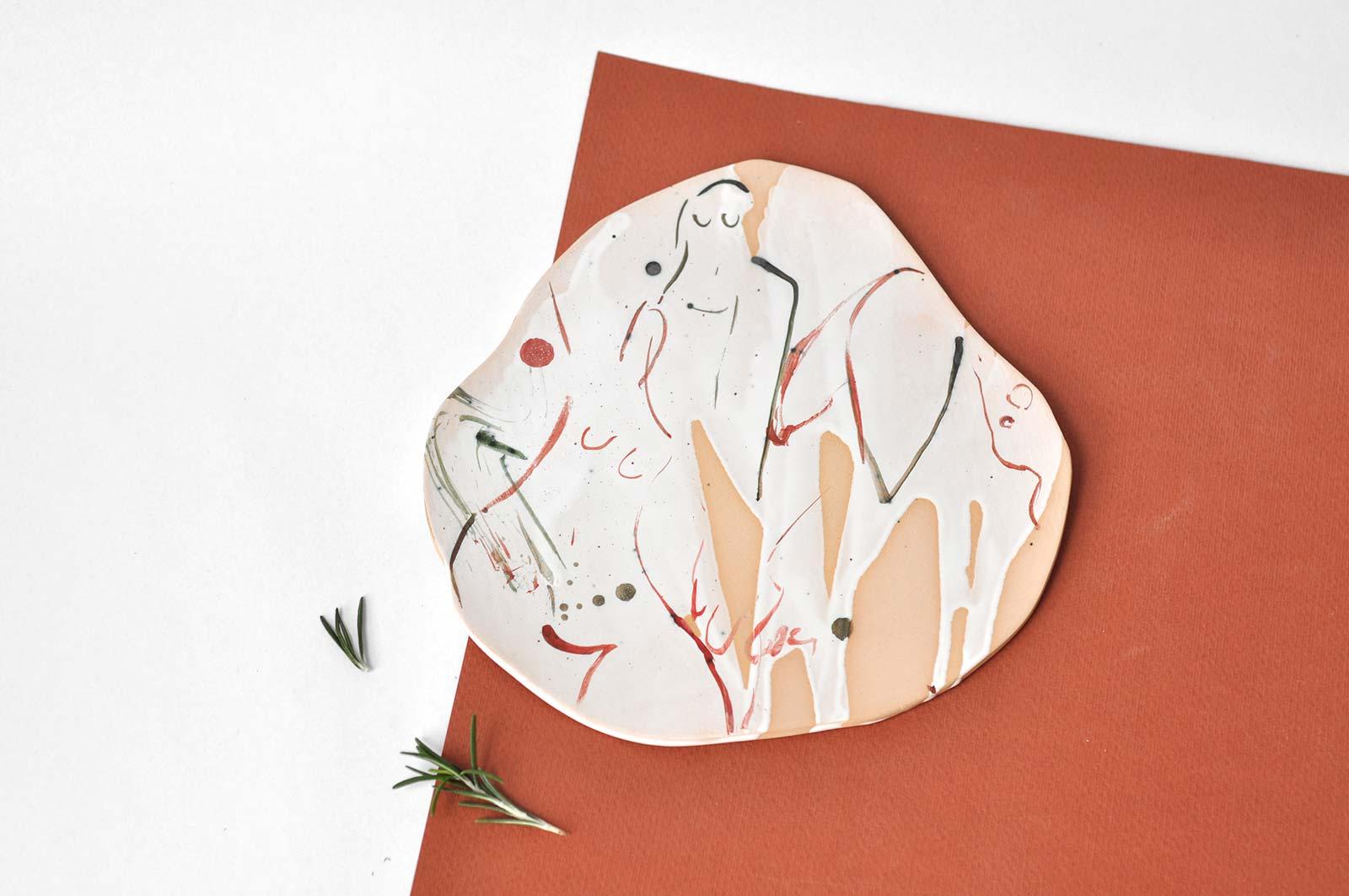 Вид спереди - Декоративная керамическая тарелка (Ручная работа)