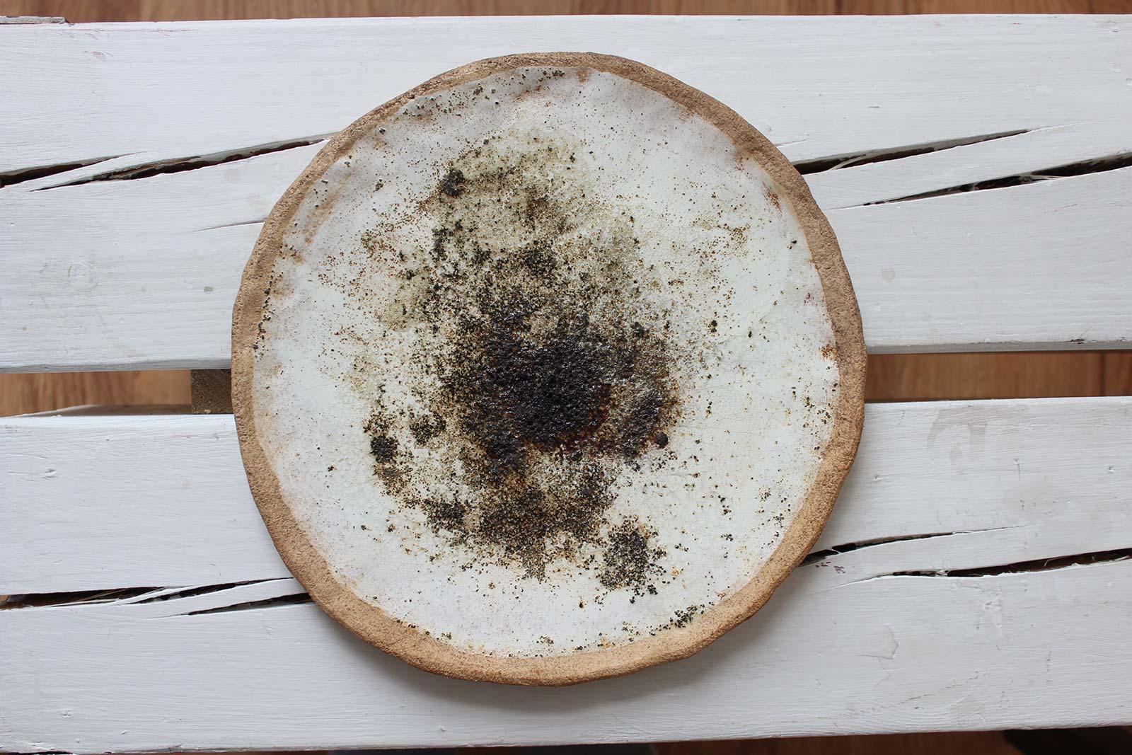 Вид спереди - Декоративное керамическое блюдо (Ручная работа)