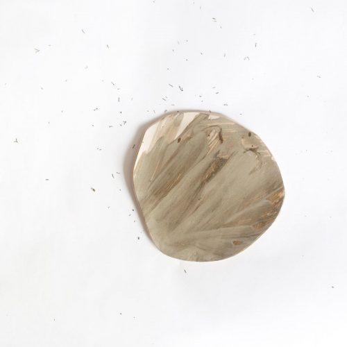 Вид спереди - Маленькая плоская тарелка из керамики (Ручная работа)