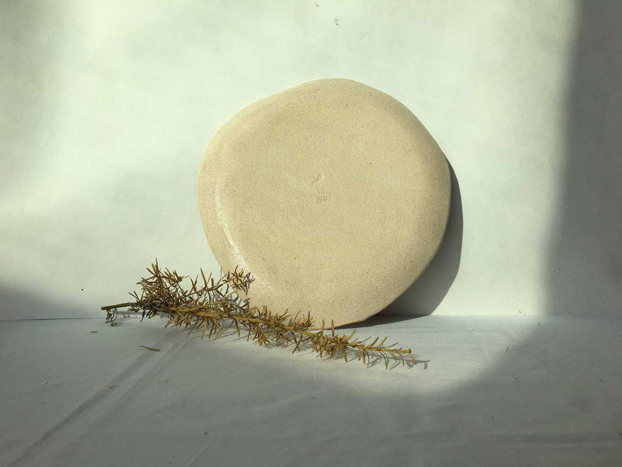 Вид сзади - Большая глиняная тарелка (Ручная работа)
