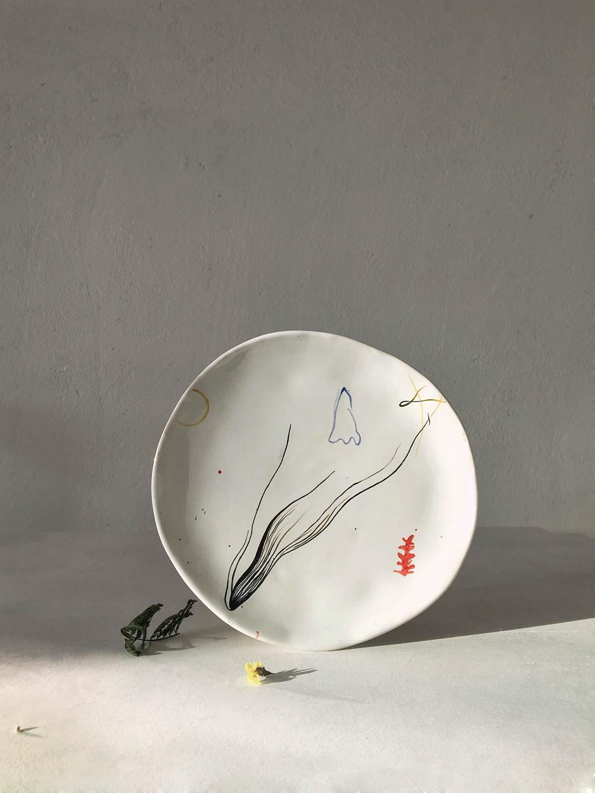 Тарелка ручной работы с художественным рисунком