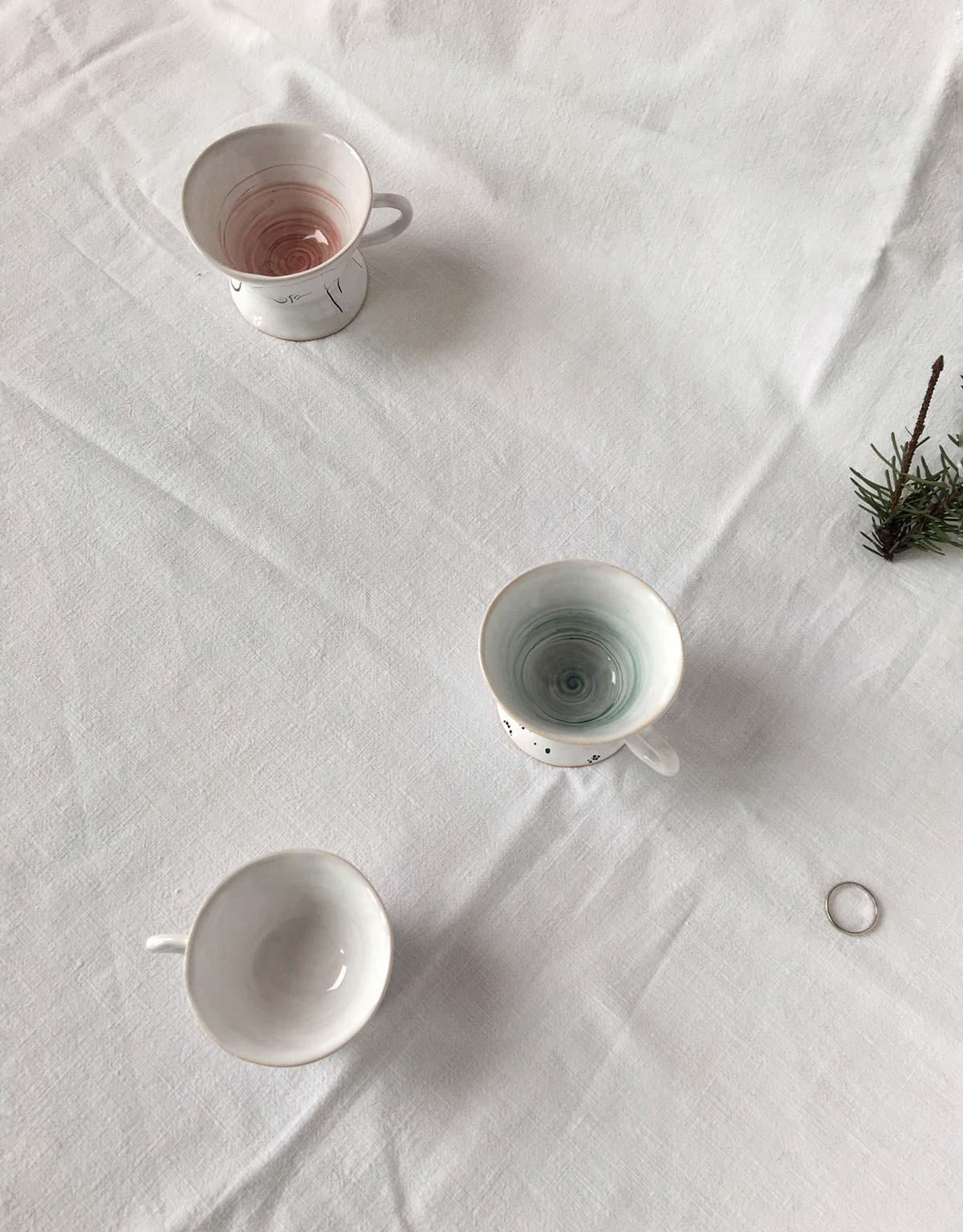 Вид сверху - Набор из трех кофейных чашек