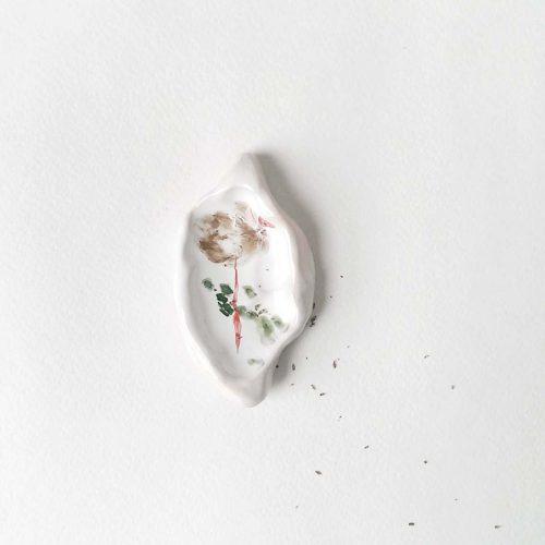 Вид спереди - Маленькая декоративная тарелка из керамики (Ручная работа)