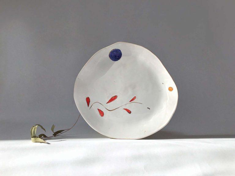 Тарелка ручной работы с художественной композицией
