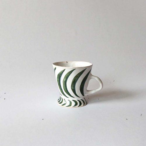 Чашка с зеленым рисунком