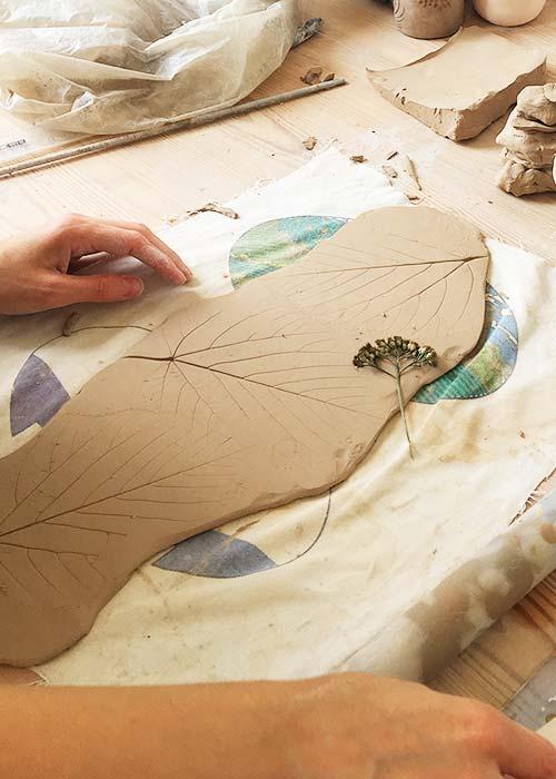 Урок из обучающего курса по керамике - наши ученики и клиенты