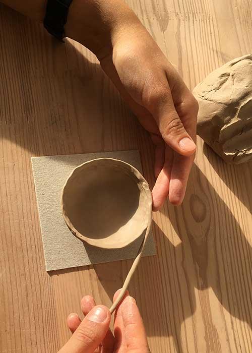 Групповые уроки по ручной лепке из глины